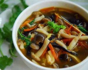 什锦蘑菇汤:滋补清淡,菌香四溢,促进免疫细胞恢复